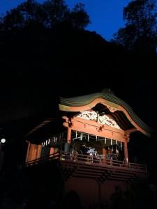 夜の神楽殿