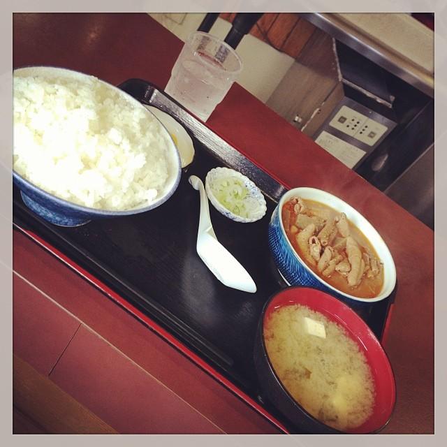 モツ煮定職(590円)