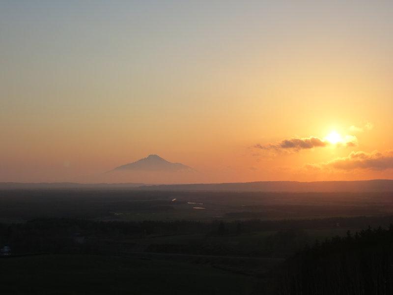 利尻富士に沈む夕日。壮大。