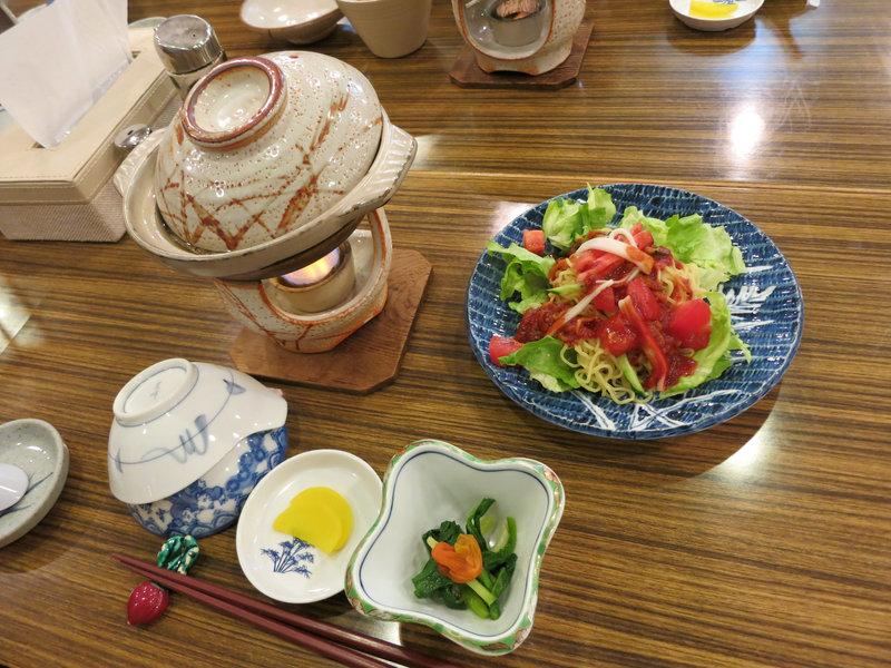 寄せ鍋とラーメンサラダ