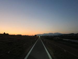 夕焼けに沈む赤城山を帰りにパシャリ。