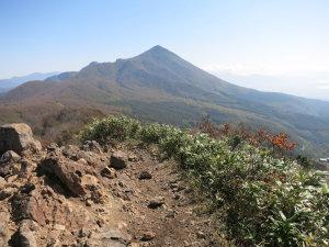 猫魔ヶ岳から磐梯山を見る