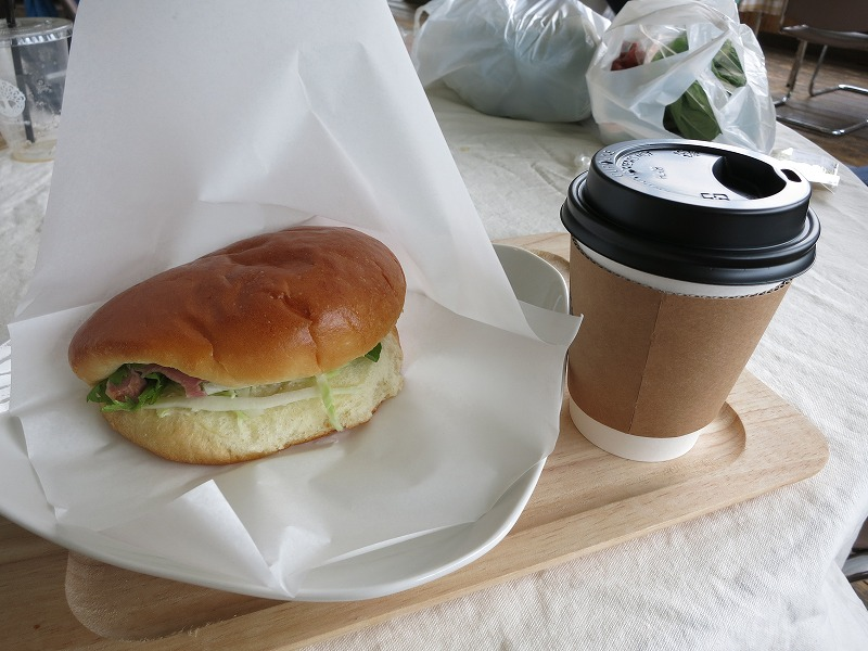 アイガモバーガーとコーヒー
