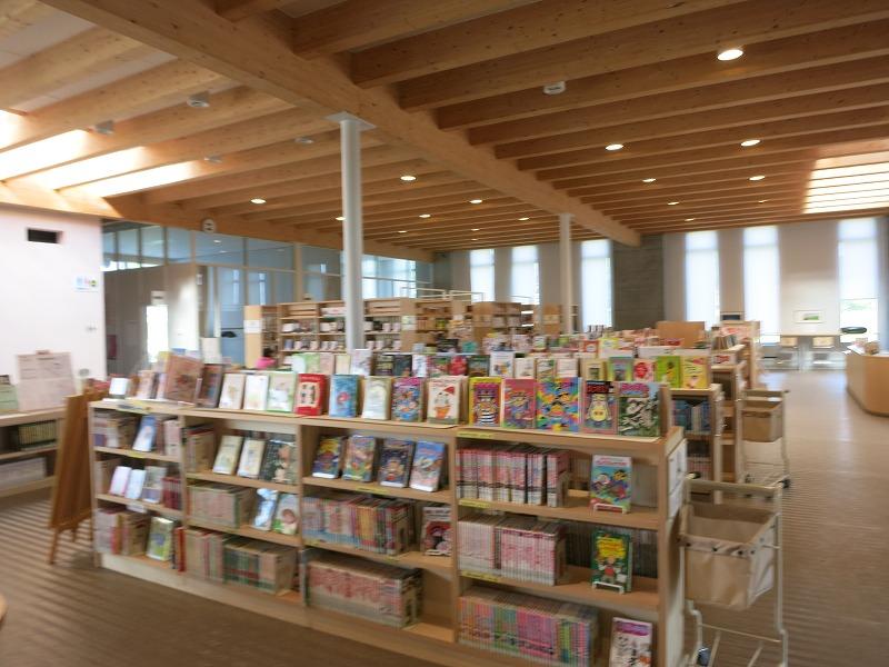 図書館もある。広々。きれい。