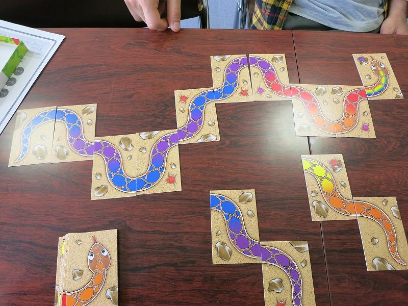 蛇を完成させていくゲーム