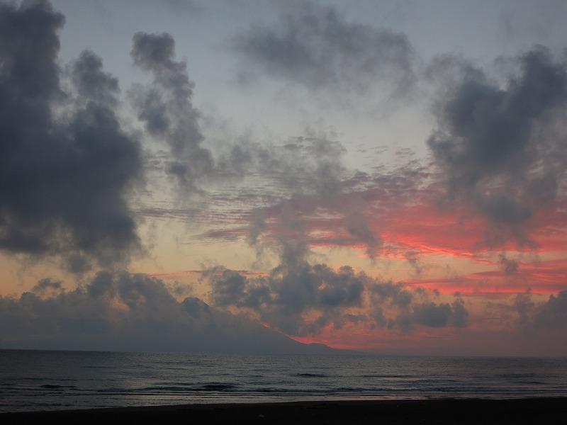 夕焼けに染まる利尻富士